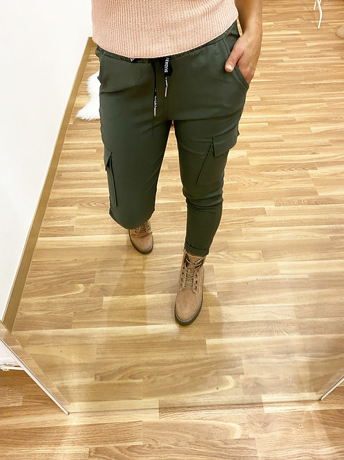 Pantalón bolsillos verde