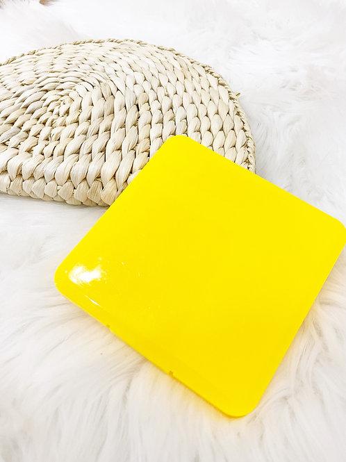 Porta mascarilla amarilla