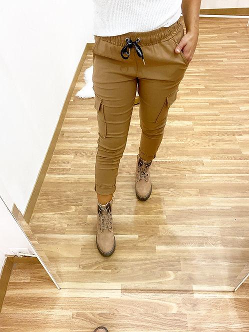 Pantalón bolsillos Camel