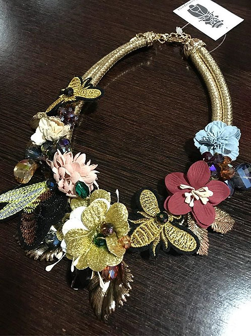 COLLAR FLORES Y PARCHES