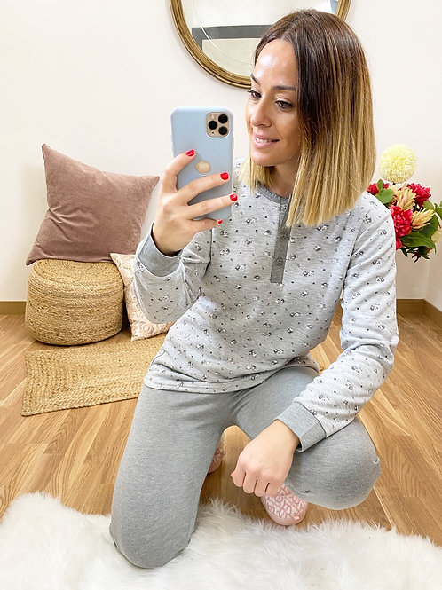 Pijama florecitas gris