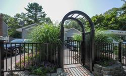Aluminum gate w/ Pagoda in Black