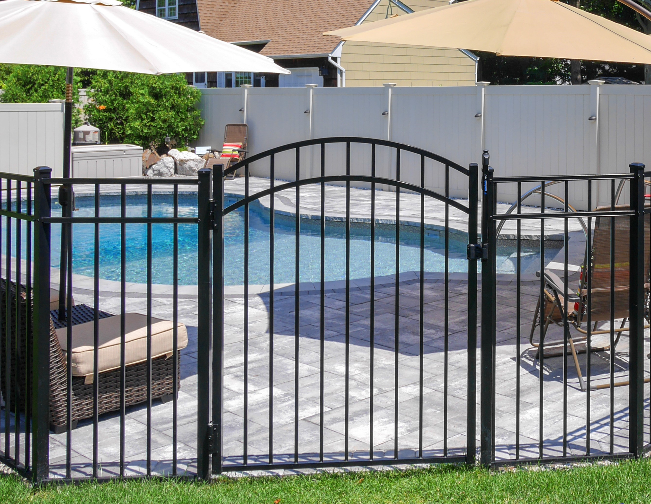 Aluminum Accent Gate in Black