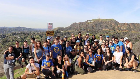 Hollywood Hike with the Squad💪🏻 ▫️ ▫️