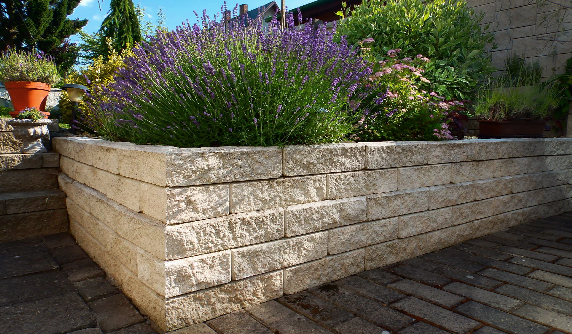 Stavoblock planter boundary wall