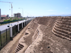Noise barrier with three terraces