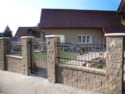 Stavoblock with fence