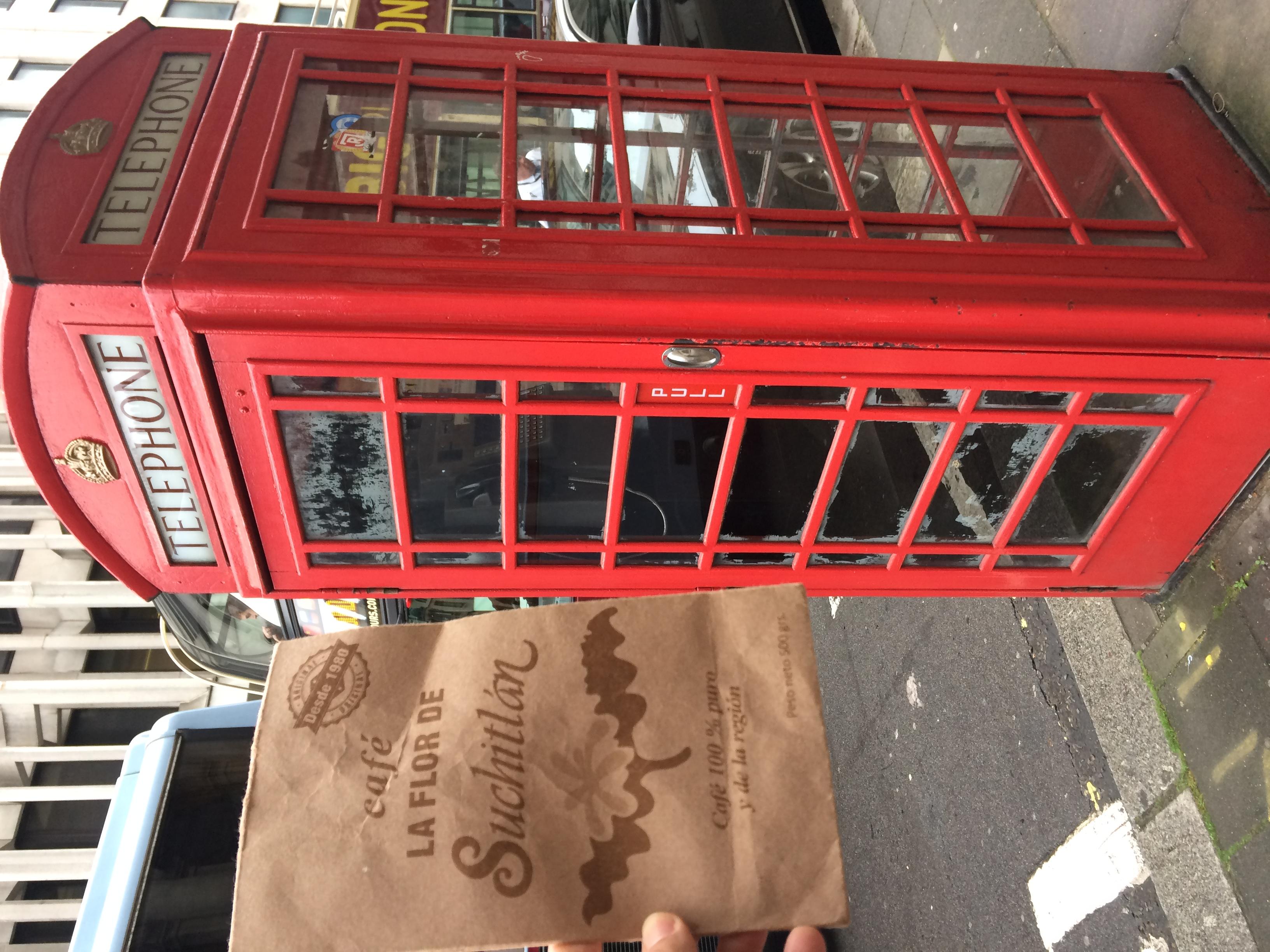 La roja cabina telefónica