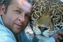 Richy con jaguar pinto hermosa foto.jpg