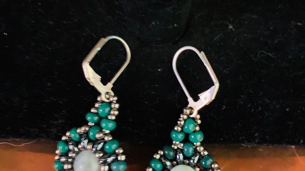 Season green earrings