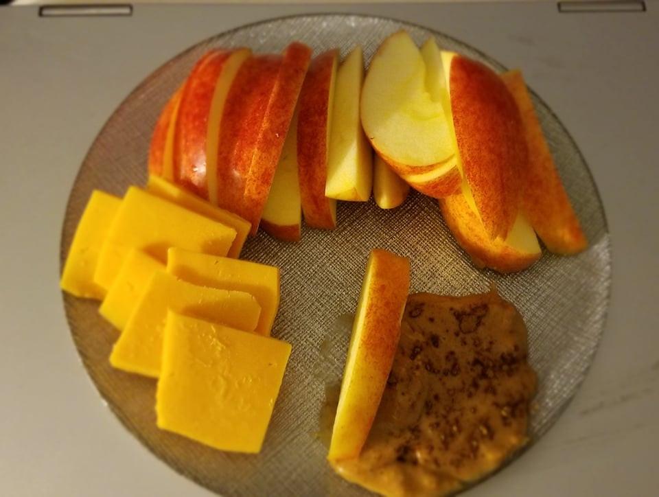 Apple, cinnamon, cheese, peanut butter, snack, easy snack, vegetarian