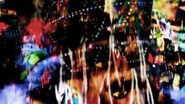 SÓ UM POUCO AQUI  (Sólo un pouco aqui)  Duo Strangloscope, Brasil/México, 2018, 5 min.  No vibrante espaço das imagens, os deuses, cada um em seu lugar, vêm em nossa direção por um grito ou por um rosto e a cor do rosto tem seu grito; e o choro vale o seu peso de imagens no espaço em que a vida amadurece.  DATAS E HORÁRIOS DE EXIBIÇÃO - CINEMATECA DO MAM  18/07 - 13H  SESC MADUREIRA 31/07 - 19H