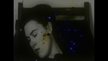 WIDE AWAKE  (idem)  Rafael de Almeida, Brasil, 2018, 7 min.  Uma mulher hipnotizada tem um sonho futurista. É um sonho sobre amor, viagens siderais e um ataque de robôs alienígenas, através de imagens de arquivo da televisão do futuro.  DATA E HORÁRIO DE EXIBIÇÃO - CINEMATECA DO MAM 18/07 - 20H   SESC MADUREIRA 31/07 - 19H