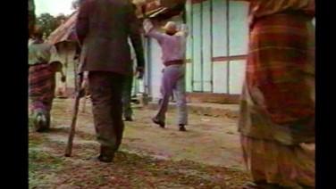 NOSSA VOZ (Nou Voix)  (Maxime Jean-Baptiste, França/Guiana Francesa, 2018, 15 min.)  Filme autobiográfico que toma como ponto de partida a participação do pai do diretor, como figurante em um filme francês chamado Jean Galmot aventurier (1990), que trata da história da Guiana Francesa. Ao reescrever e reencenar uma parte de Jean Galmot Aventurier, Maxime e seu pai detectam vozes da história desse território que foram abrangidas pela montagem do filme.  DATA E HORÁRIO DE EXIBIÇÃO - CINEMATECA DO MAM 13/07 - 15H10 21/07 - 14H25  SESC MADUREIRA 28/07 - 15H