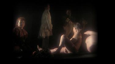 """CARROSSEL  (Merry go-round)  Ihor Podolchak, Ucrânia  O circo sonambúlista Ribera & Velazquez dá as boas vindas a todos no show """"Merry-Go-Round"""", onde as sombras, que escaparam da caverna platônica, transformam o carrossel nas catacumbas enevoadas.  Também no cinema: SESC SÃO GONÇALO - 26/07 - 14h"""