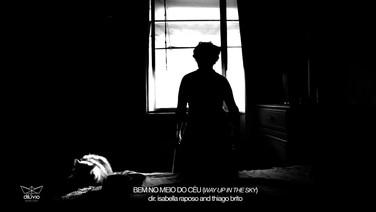 """BEM NO MEIO DO CÉU  (idem)  Isabella Raposo, Thiago Brito, Brasil, 2018, 13 min.  """"?""""  DATAS E HORÁRIOS DE EXIBIÇÃO - CINEMATECA DO MAM  17/07 - 20h (sessão com presença dos diretores) 19/07 - 13h  SESC MADUREIRA 31/07 - 19H"""