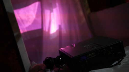 """""""Corpo fluido, corpo virtual"""", ideia da instalação da própria criadora do vídeo.  """"Corpo fluido, corpo virtual"""", instalation idea from the own video creator.  Photo: Ribas - foto e vídeo"""