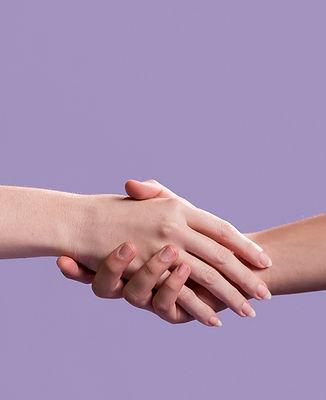 apreton-manos-mujeres-como-signo-unidad_