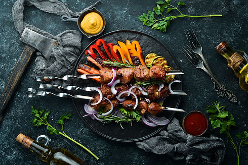 Grilled veal skewers and grilled vegetab