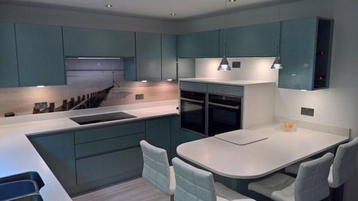 Kitchen Style: Manston in Gloss Metallic Blue