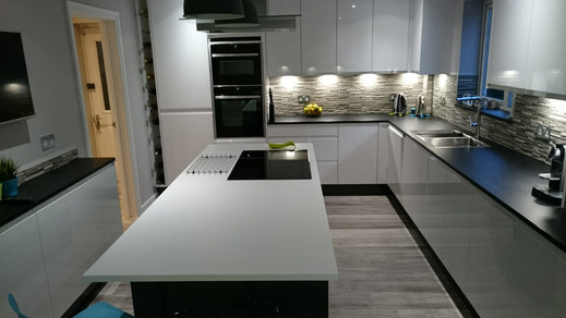 Kitchen Style: Express Remo in Gloss White & Graphite