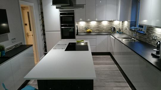 Gloss J-Handle Kitchen