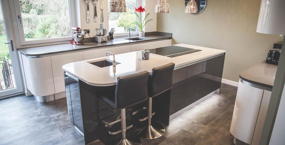 Modern Gloss Kitchen (2).jpg