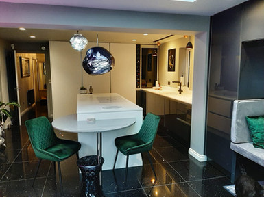 Kitchen Style: Manston Matt White & Gloss Metallic Anthracite