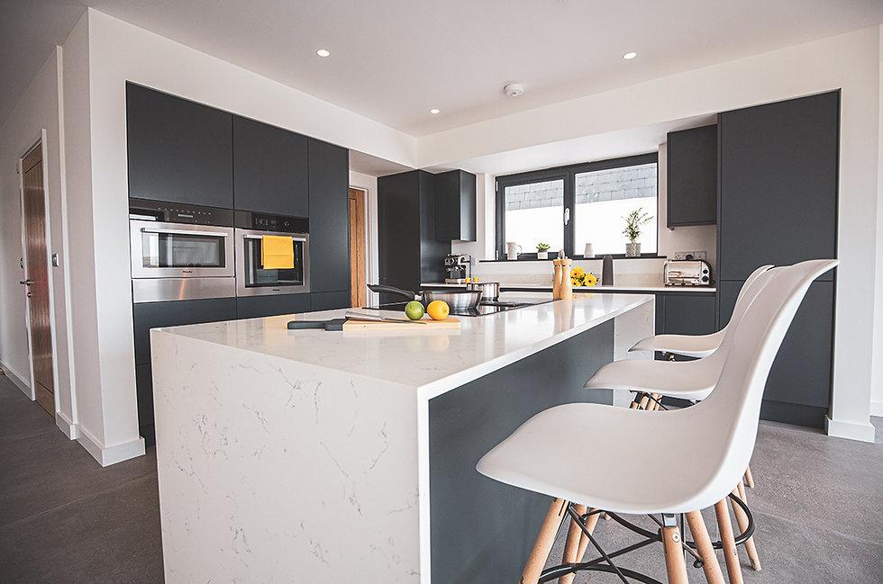 Dark blue kitchen with Neolith worktops