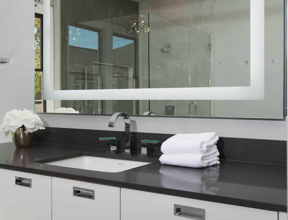 1411ashland-contemporary-master-bathroom