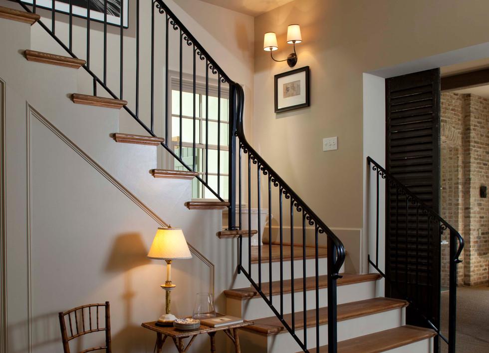 7 - 1001e - stairs.jpg