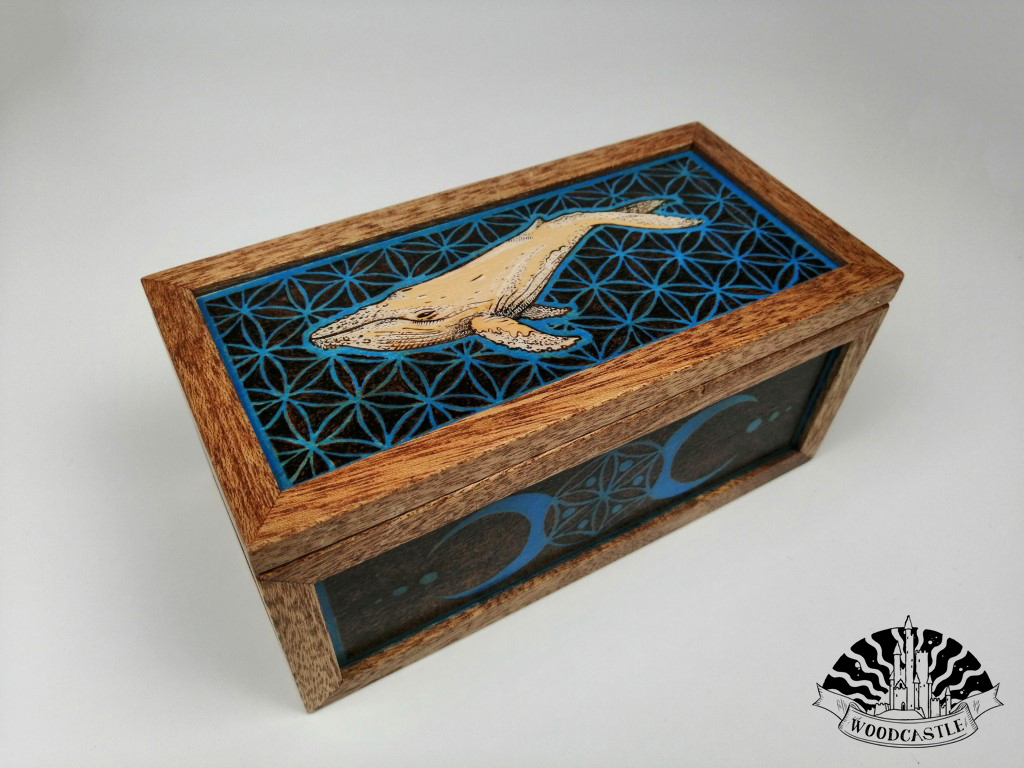 Whale in the blue ocean - keepsake box