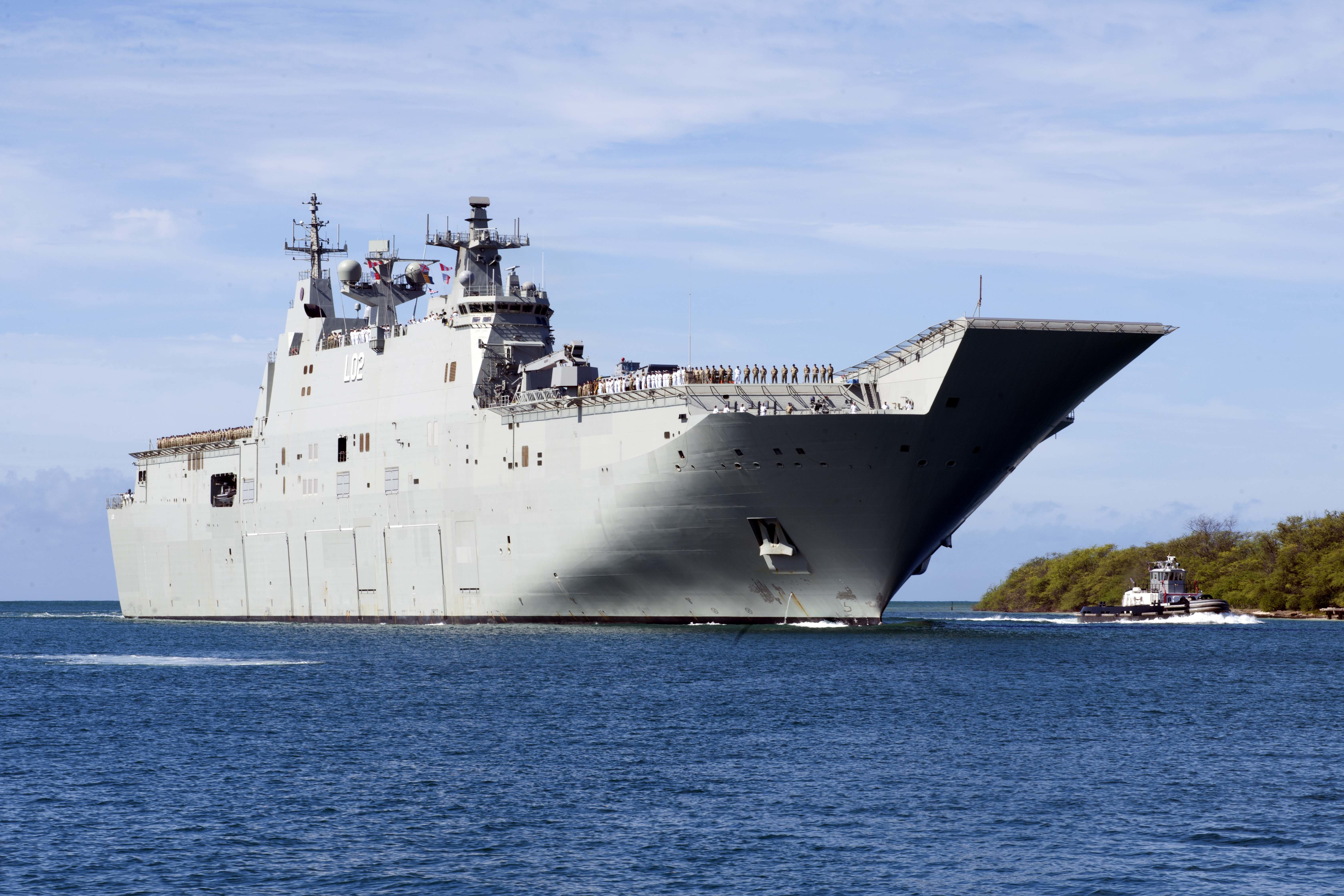 HMAS_Canberra_arrives_at_Joint_Base_Pear