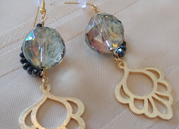 Glass sorrounded by glass earrings