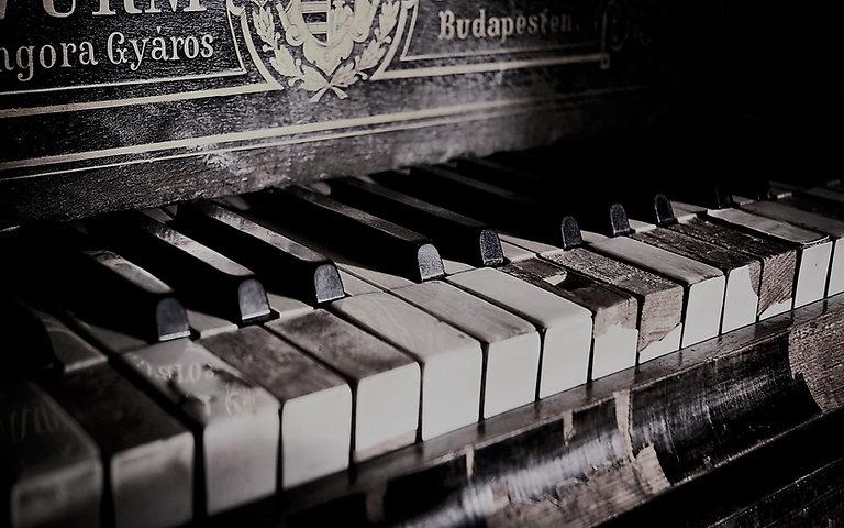 piano viejo.jpg