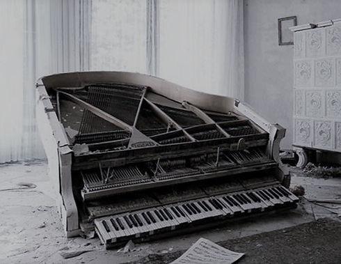 PIANO%20ROTO_edited.jpg