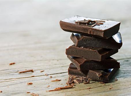 Faire son propre chocolat maison, faible en sucre et rempli d'antioxydants!