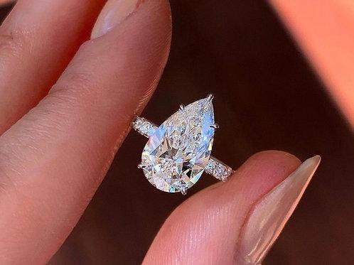 Bague en or blanc 18 karat sertie d'un diamant de taille poire/goutte