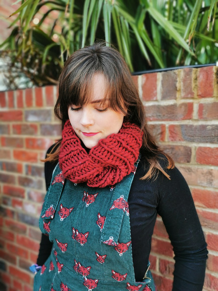 Twisted snood in red