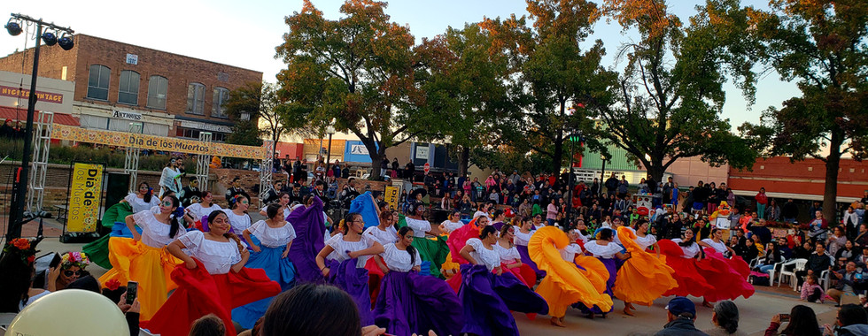 Dancers at the Dia de Los Muertos Festival