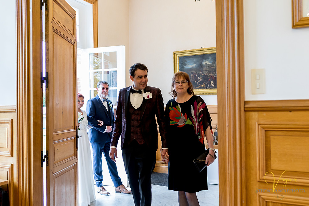 l'entrée des mariés à la mairie