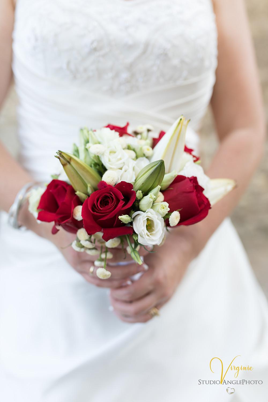 magnifique bouquet rouge et blanc de la mariée
