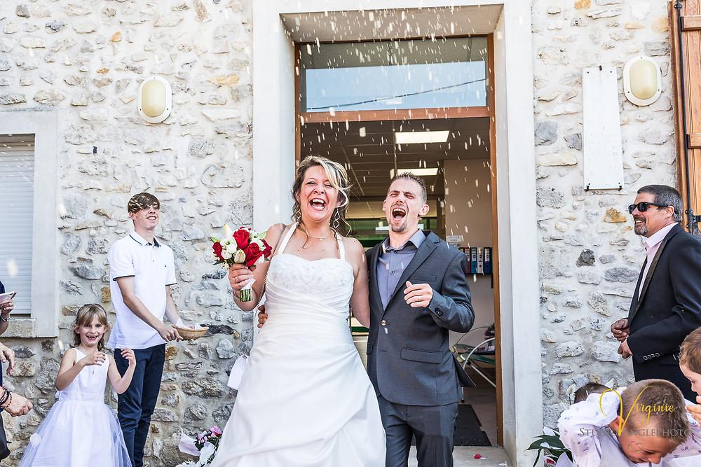sortie des mariés à la mairie