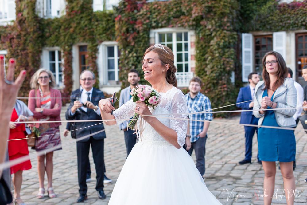 jeu des rubans pour le bouquet de la mariee