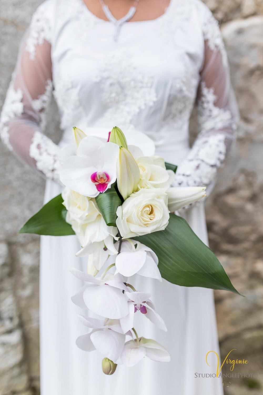 magnifique bouquet retombant de la mariée