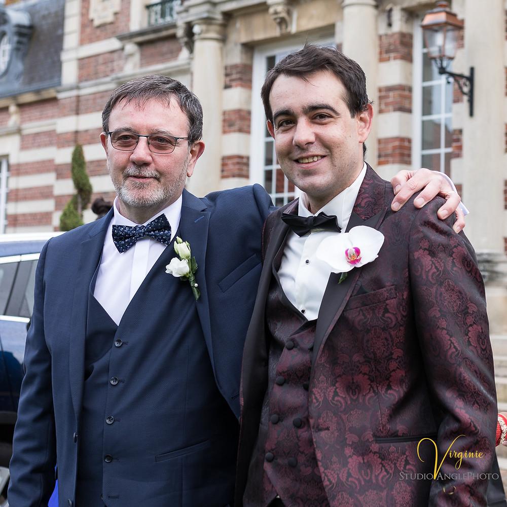 le papa du marié et son fils