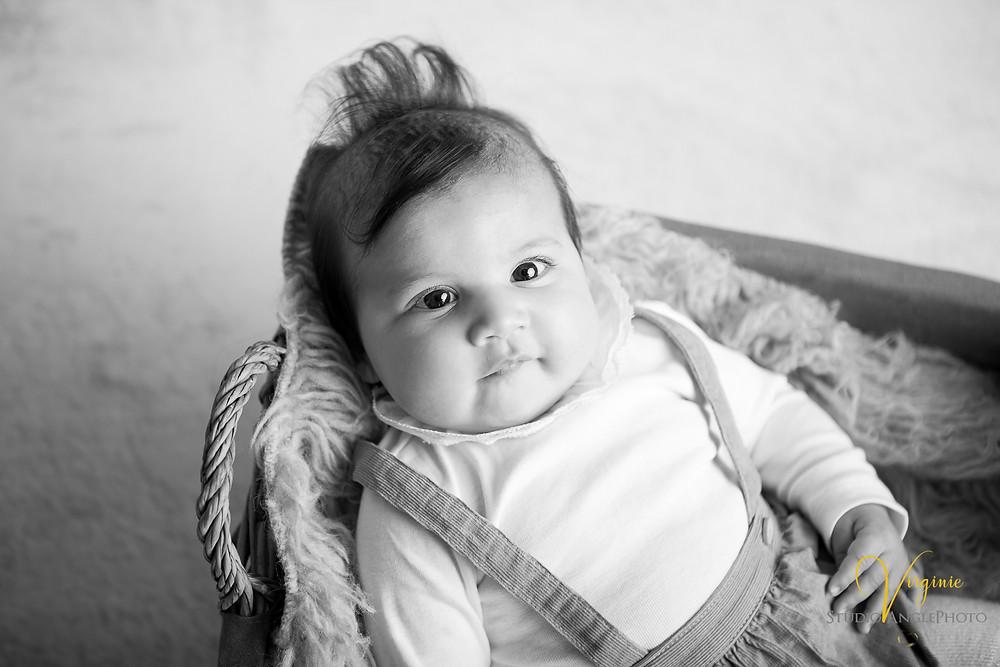 petite fille de 4 mois