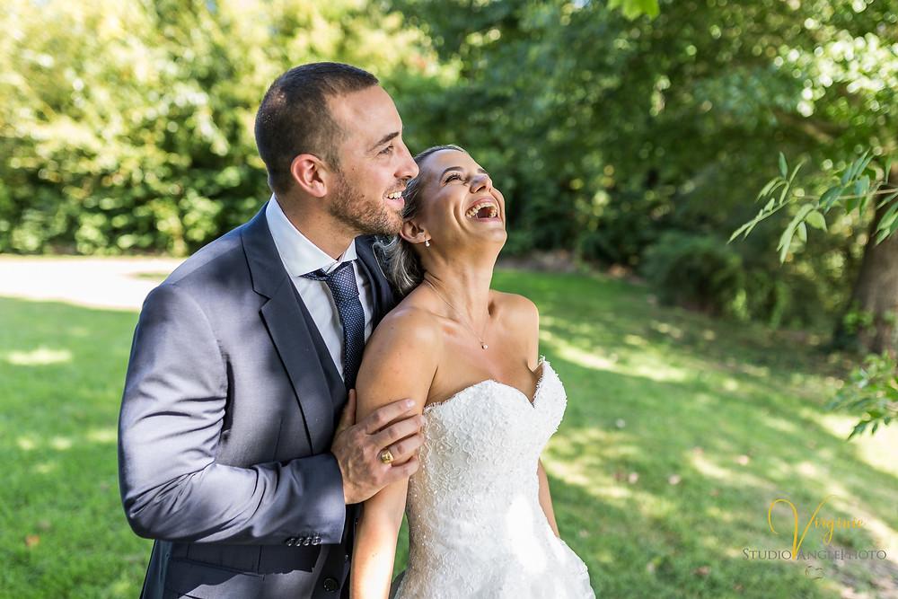 rire et complicité des mariés