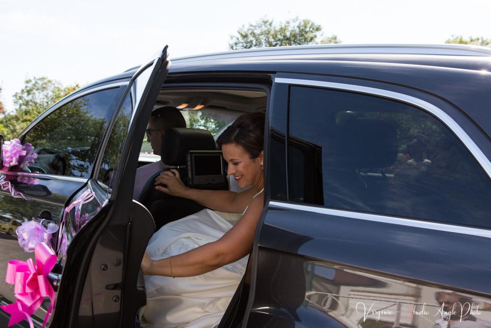 la mariée arrive à la mairie