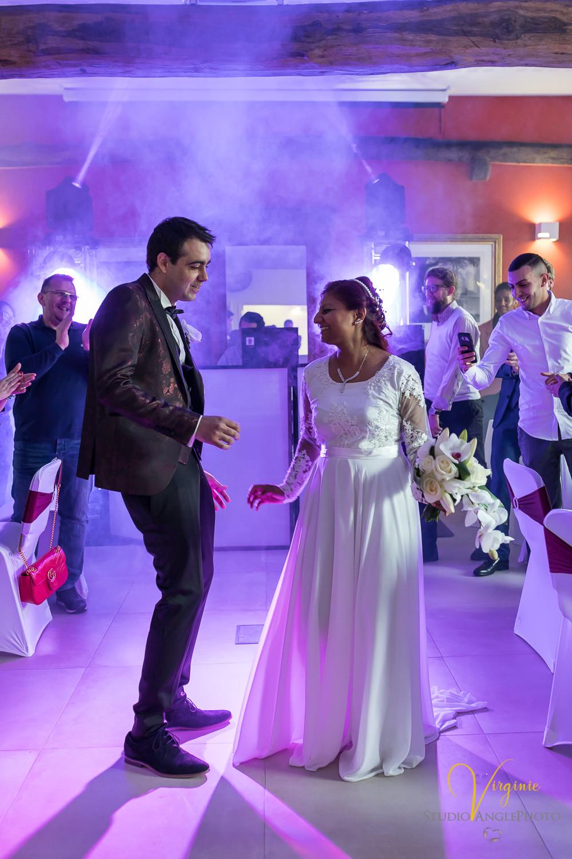 l'entrée des mariés en dansant